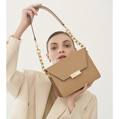 Clever Bag Medium Beige [Restock 15%] 입고완료 (정상가 318000원)